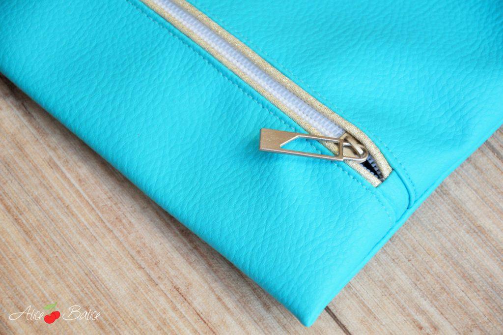 Trousse qui brille | simili cuir | passepoil doré | FE à passepoil | couture | sewing