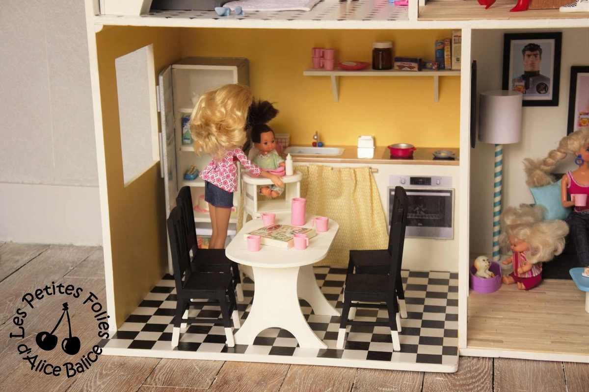 maison de barbie 7 barbie emm nage alice balice. Black Bedroom Furniture Sets. Home Design Ideas