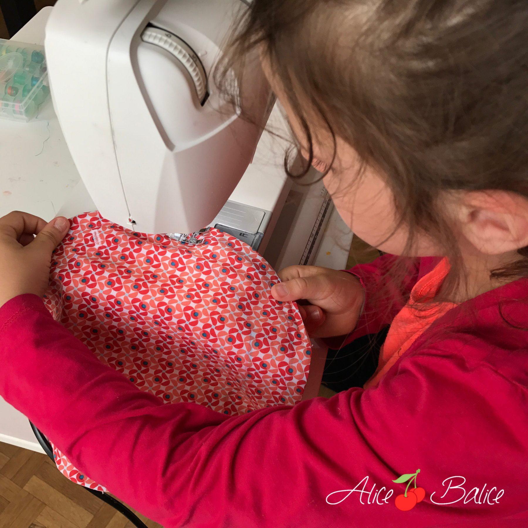 alice balice | première cousette de ma fille de 6 ans | couture | sewing | enfant | pochette enveloppe | cadeau maîtresse | bourse à trésors