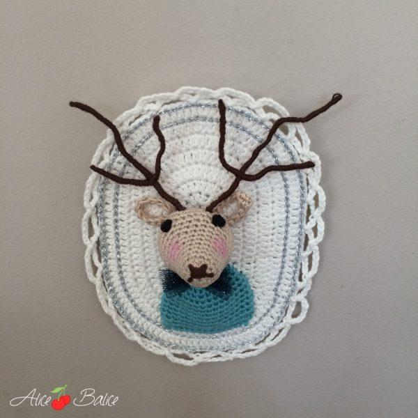 alice balice | crochet | amigurumi | cerf | trophée de chasse | tournicote à cloche pieds | portrait olaf