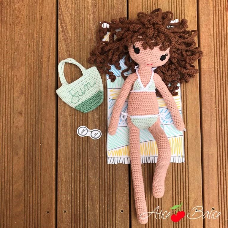 alice balice | tutoriel | crochet | poupée clems | tenue de place | sea sun fun | maillot de bain | bikini | sac cabas de plage | mer | été